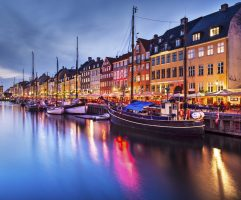 269416-nyhavn-at-night